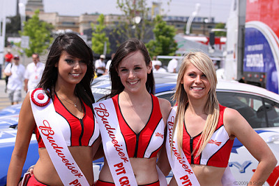 Budweiser Girls  promote bud light beer