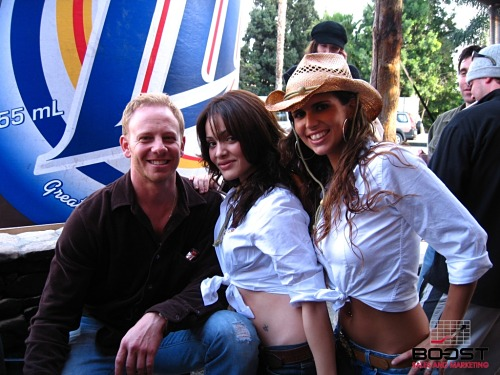 Sexy Miller lite girls with Steve Sanders from 90210
